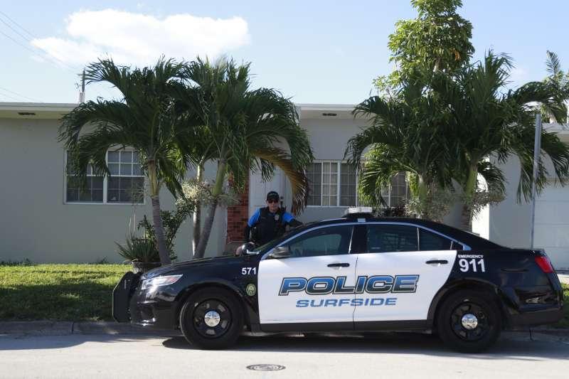 佛羅里達州的警方到派絲家中搜索證據。(美聯社)