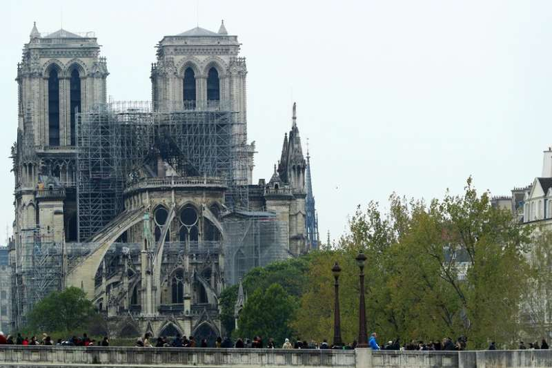 有機構和商人承諾捐錢數億歐元用於修復巴黎聖母院。(BBC中文網)