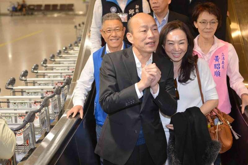 高雄市長韓國瑜(中)一行人結束9天緊湊的訪美之旅,率市府團隊返抵國門。(圖/徐炳文攝)