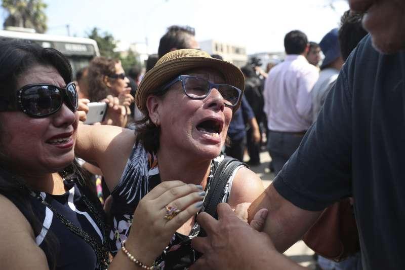 2019年4月17日,涉貪的秘魯前總統賈西亞(Alan García)開槍自殺,支持者悲慟莫名(AP)