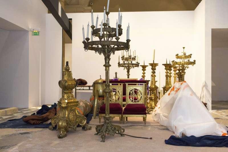 從聖母院搶救出的文化珍品。(AP)