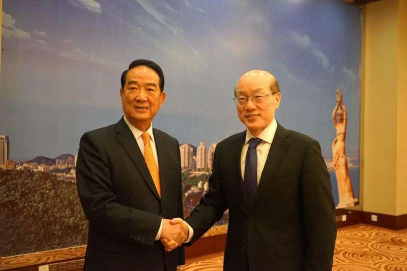 20190419-親民黨主席宋楚瑜(左)18日會見國台辦主任劉結一(右)。(取自中國國台辦網站)
