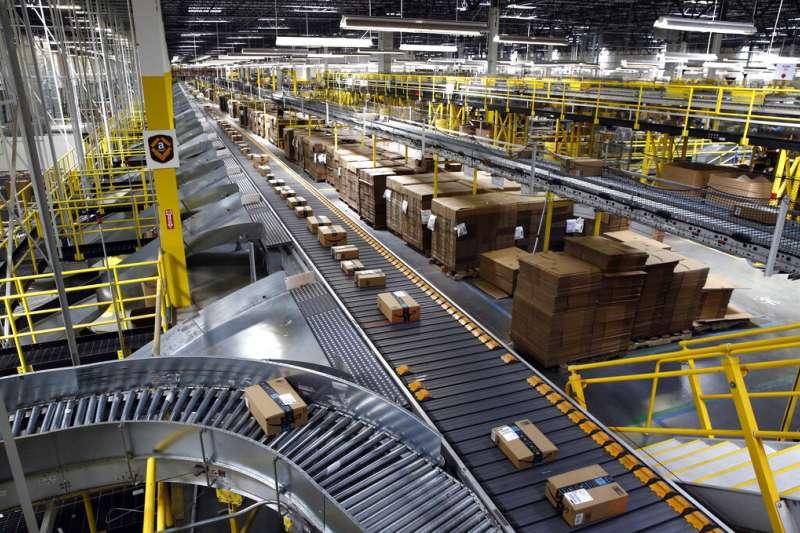 亞馬遜在巴爾的摩的自動化出貨系統。(美聯社)