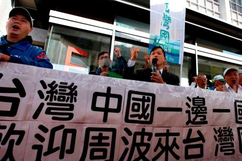 台灣獨派團體素來反對有統戰意圖的大陸人士進入。但政府宣稱將據此收緊相關簽證政策引發了言論管制的爭議。(BBC)