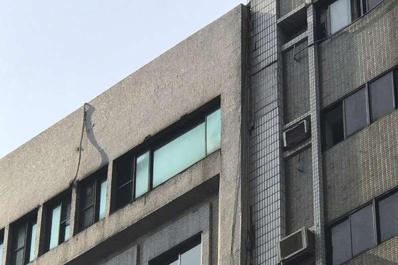 2019年4月18日,花蓮發生芮氏規模6.1大地震,台北長安東路有大樓傾斜(AP)