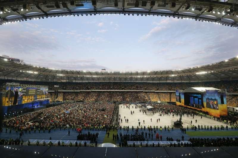 2019年烏克蘭總統大選辯論在基輔奧林匹克運動場(Olympic Stadium)舉行。(美聯社)