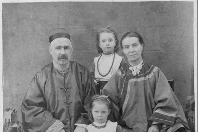 英國赴華基督教傳教士李提摩太(Timothy Richard)全家1887年在山西。(BBC)