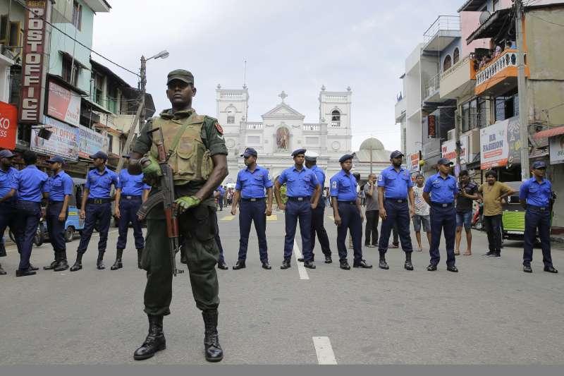 2019年4月21日,印度洋島國斯里蘭卡爆發恐怖攻擊,多處教堂與飯店死傷慘重(AP)