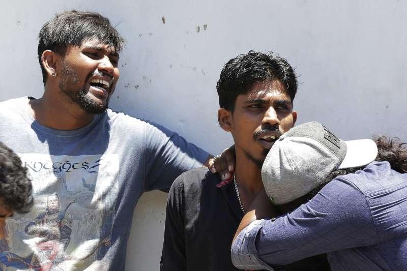 2019年4月21日,印度洋島國斯里蘭卡驚傳恐怖攻擊,3家豪華飯店、3座教堂同時發生爆炸,造成慘重傷亡。(AP)