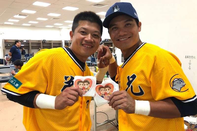 隨著陳江和告別球員身分,經典的「勝龜連線」也將正式告別球迷。(圖片取自兄弟Fans Club)