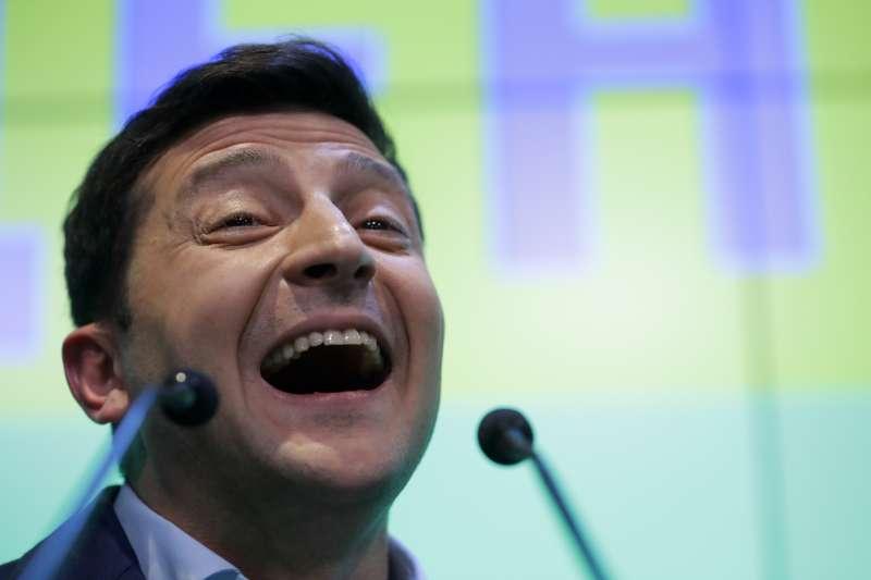 2019年4月21日,烏克蘭舉行總統大選第二輪決選,喜劇演員哲連斯基(Volodymyr Zelensky)當選(AP)