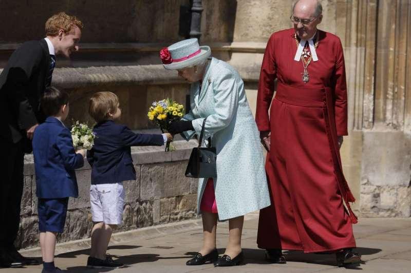 英國女王伊麗莎白二世參加英國溫莎城堡聖喬治教堂的復活節。(AP)