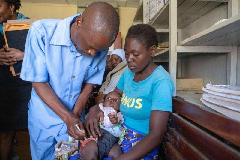 2019年4月23日,世界衛生組織宣布,東非國家馬拉威成為全球第一個接種瘧疾疫苗「Mosquirix」的國家(WHO)