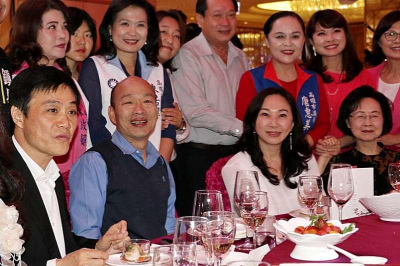 20190423-高雄市長韓國瑜22日晚間宴請知名作家瓊瑤。(高雄市政府提供)