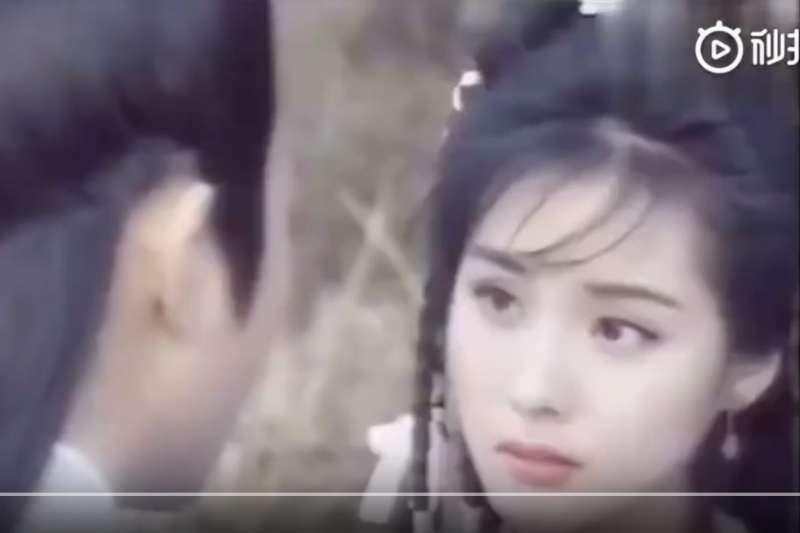 楊冪的臉被用在了1994年版《射雕英雄傳》中黃蓉的角色。(翻攝Youtube)