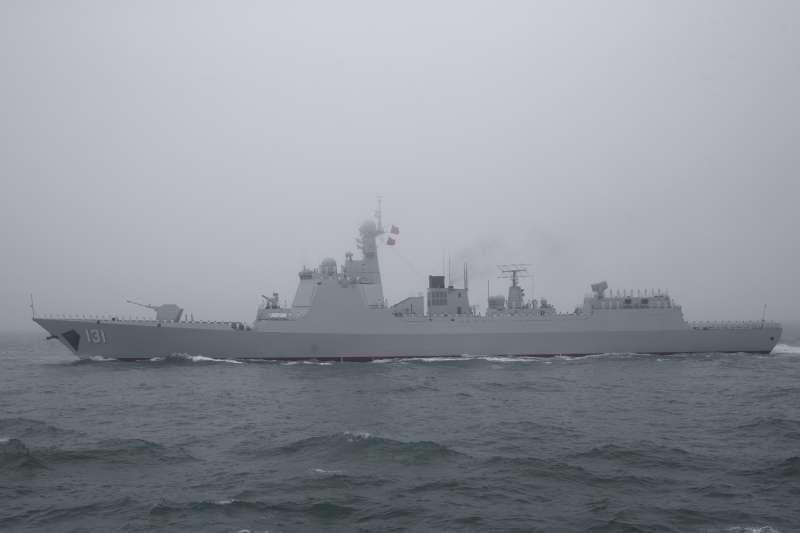 2019年4月23日,中國人民解放軍海軍建軍70周年,在山東青島舉行海上閱兵,飛彈驅逐艦太原號。(美聯社)