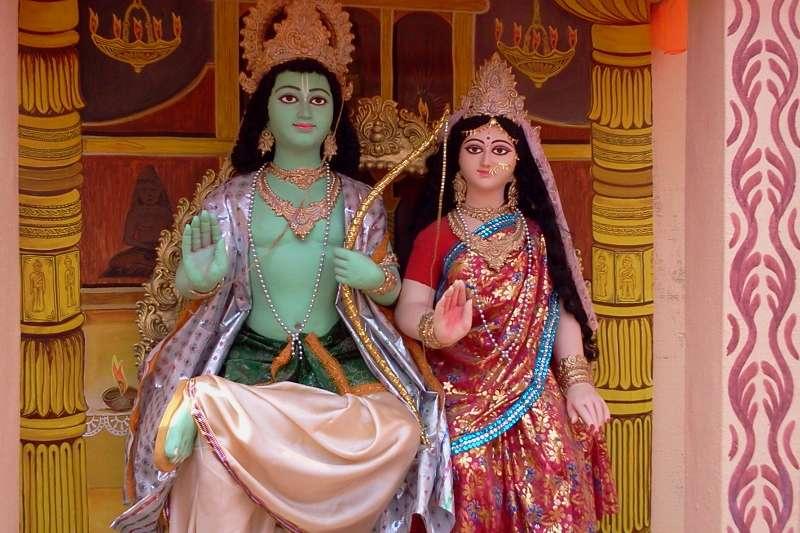 印度史詩《羅摩衍那》主角羅摩與妻子悉多的雕像(Ayan Gupta@Wikipedia/CC BY-SA 3.0)