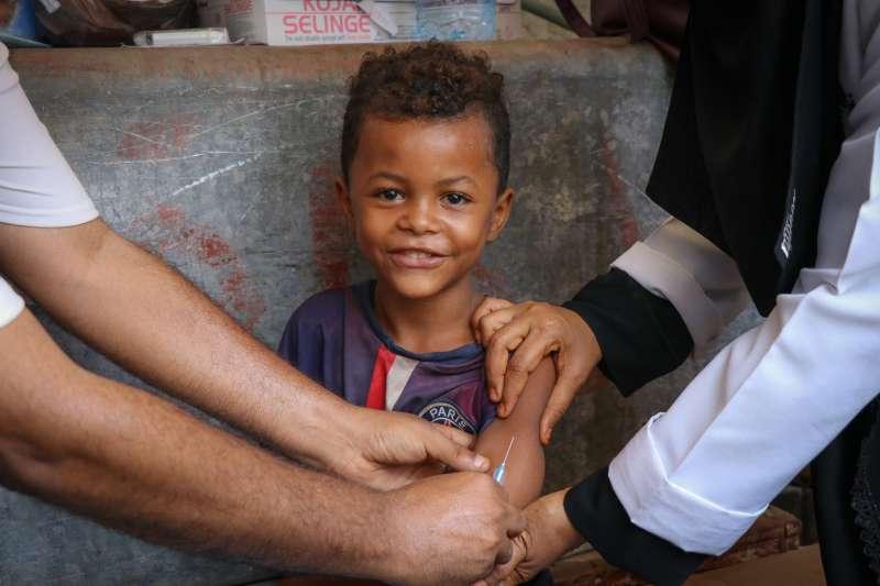 麻疹大流行陰影籠罩全球,公衛組織呼籲加強兒童疫苗接種(UNICEF/UN0284427/Fadhel)
