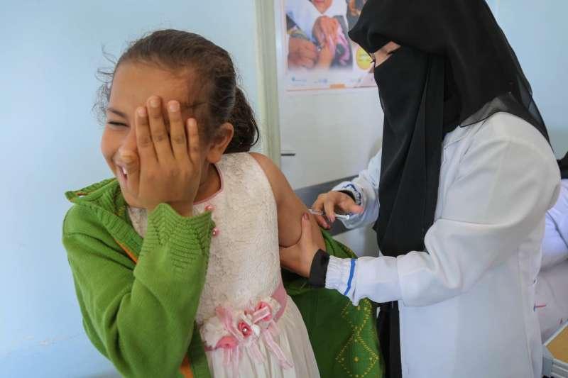麻疹大流行陰影籠罩全球,公衛組織呼籲加強兒童疫苗接種(UNICEF/UN0284438/ Alaidroos)