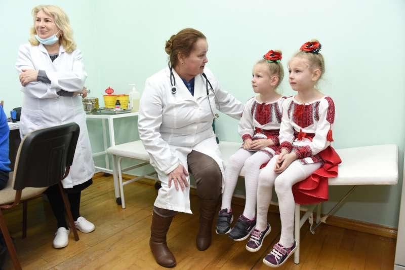 麻疹大流行陰影籠罩全球,公衛組織呼籲加強兒童疫苗接種(UNICEF/UN0284080/ Dyachyshyn)