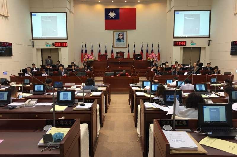 新竹市議會25日三讀通過「新竹市動物保護自治條例」。(圖/新竹市議會提供)