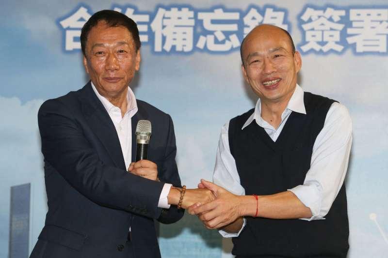 鴻海董事長郭台銘(左)談起高雄市長韓國瑜(右),說兩人是鐵打的兄弟,強調兩人未來一定會合作愉快,做國民黨的表率。(資料照,蔡明志攝)