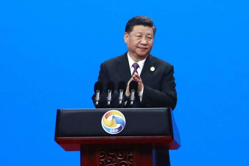 中國大陸為確保一帶一路的後續發展,顧及新投資專案等與環境友善、氣候適應和社會包容等屬性,中國金融學會綠色金融專業委員會和許多跨國機構共同制定《一帶一路綠色投資原則》,迄今2019年8月,已有全球30家大型金融機構簽署了該原則。圖為中國國家主席習近平。(資料照,AP)