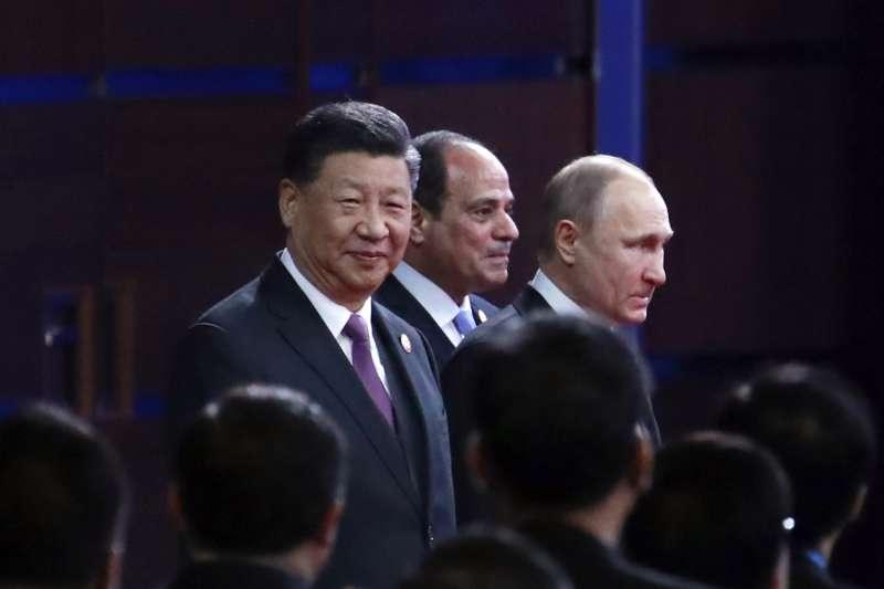 26日舉行第二屆「一帶一路」國際合作高峰論壇開幕式,左起為中國國家主席習近平、埃及總統塞西、俄羅斯總統普京。(資料照,AP)