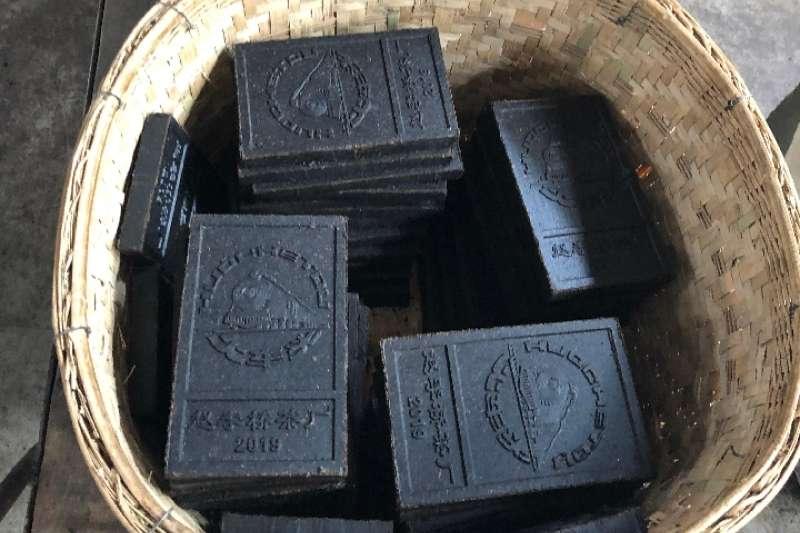 趙李橋茶廠公司製造的磚茶。(新華社)