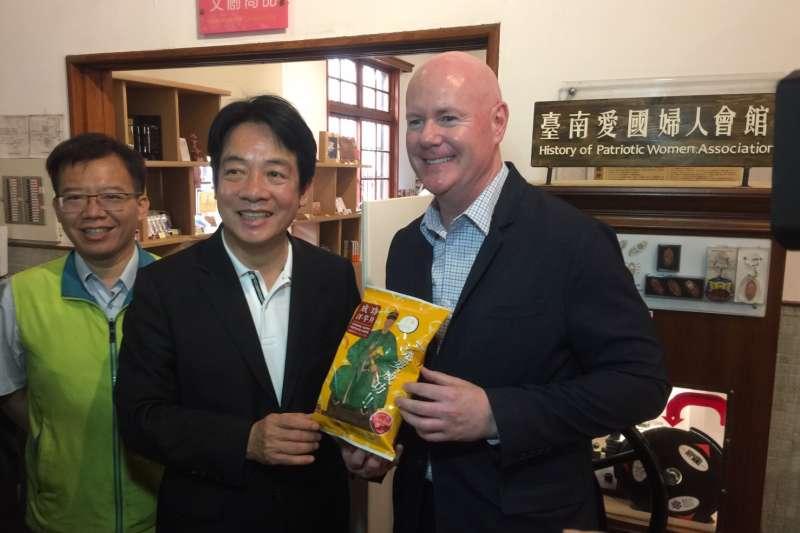 前行政院長賴清德(中)今天下午在台南市與美國前副總統錢尼的副國安顧問葉望輝(右)對談,討論台美關係、中國民主化等議題。(賴清德團隊提供)