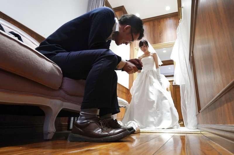 日本情侶、日本夫婦、日本人、日本婚姻。(美聯社)