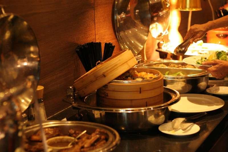 深受許多饕客推崇的Unwind自助沙拉吧,以精緻健康料理為特色,平實的價格吸引了不少家庭客(圖/永安棧)