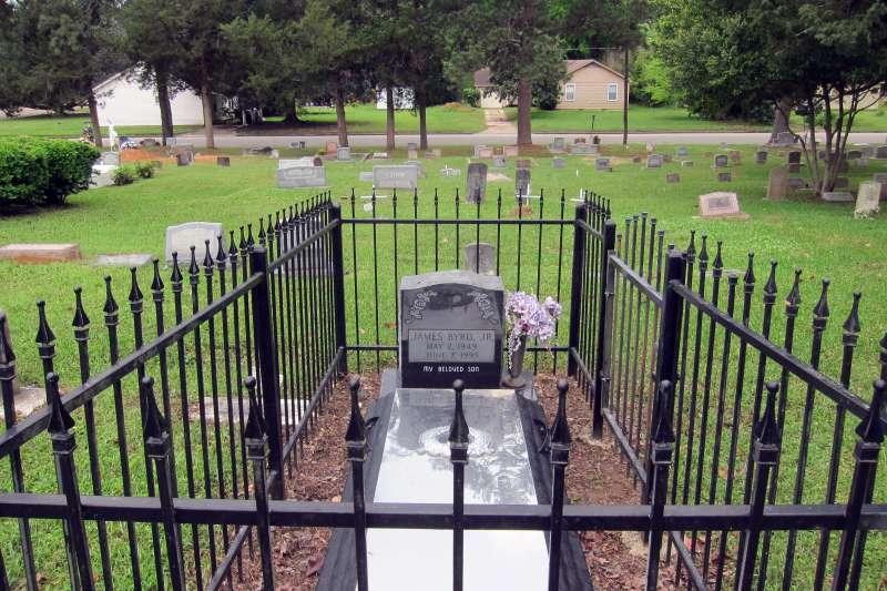 1998年6月美國德州種族主義仇恨犯罪受害者伯德(James Byrd Jr.)的墓園(AP)