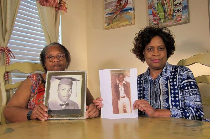 1998年6月美國德州種族主義仇恨犯罪受害者伯德(James Byrd Jr.)的姊妹(AP)