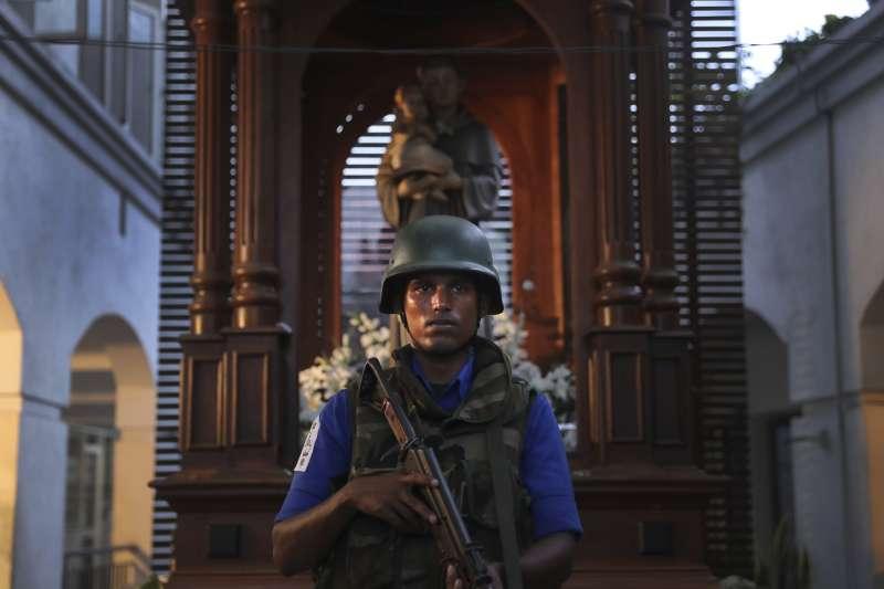 南亞印度洋島國斯里蘭卡2019年4月21日發生「復活節恐攻」,造成250多人死亡,全國軍警高度戒備(AP)