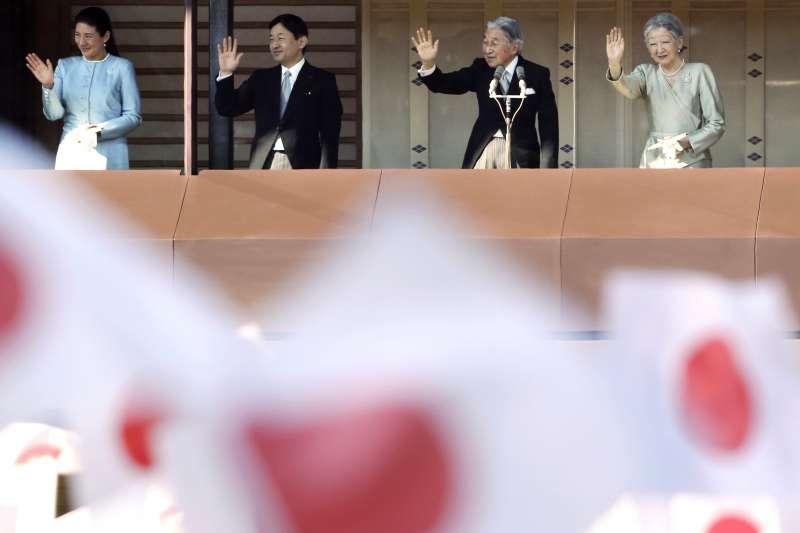 日本皇太子德仁、皇太子妃雅子即將於5月1日成為新天皇與皇后,明仁天皇與美智子皇后則將退位成上皇與上皇后。(AP)