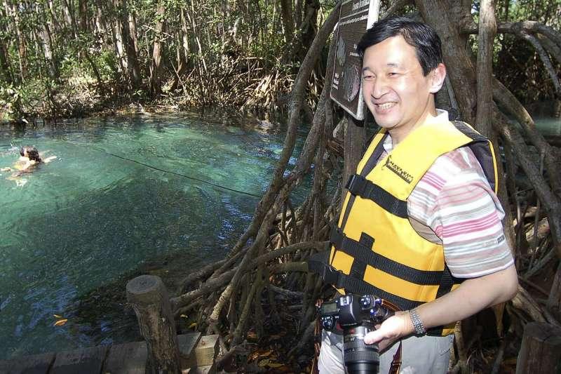 相對於明仁鍾情生物研究,德仁則是一位水資源專家。(美聯社)