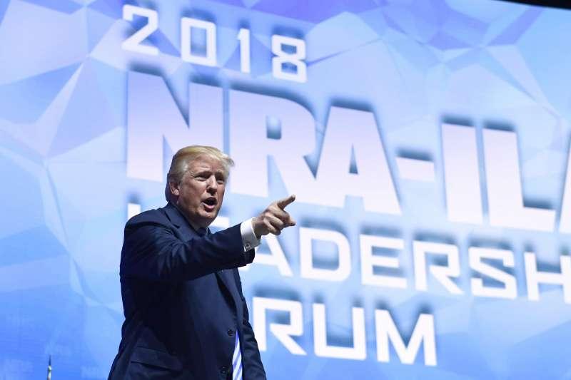2019年4月26日,美國總統川普日出席擁槍組織「全國步槍協會」年會,宣布美國退出聯合國《武器貿易條約》(AP)