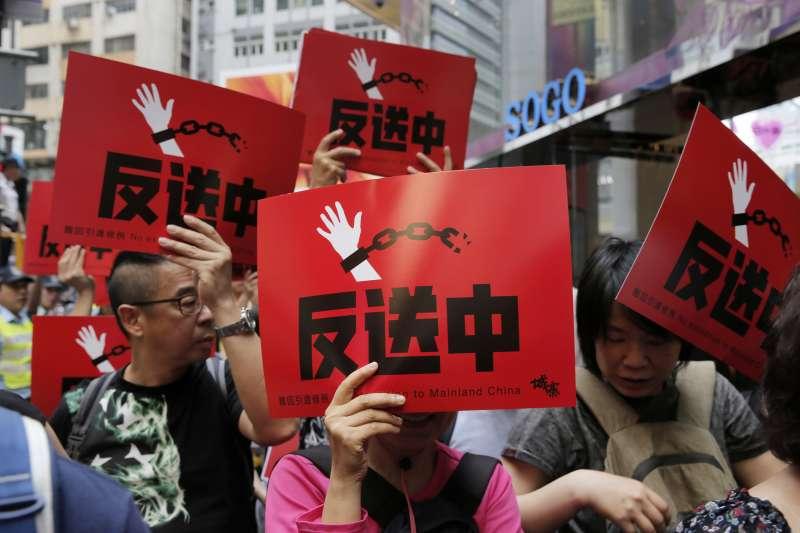 香港人民上街激烈抗議《逃犯條例》修訂。(AP)