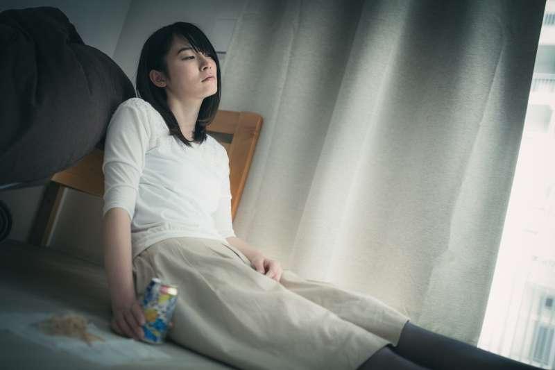 日本正在放黃金週10天長假,沒想到許多民眾一點都不開心,很多人都打算宅在家裡不出門。這到底是為什麼?(圖/pakutaso)