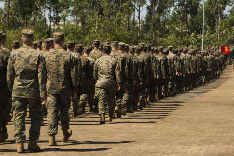 新輪調達爾文的美國海軍陸戰隊員2019年4月24日參加歡迎儀式(美國之音)