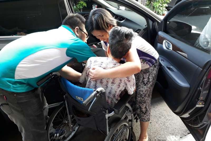 讓被照護人獲得更完善的照顧,台中市府勞工局推動外籍移工到宅指導服務業務。(圖/臺中市政府提供)