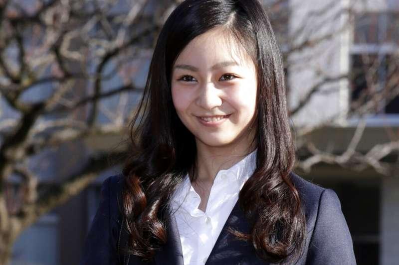相關人士透露,日本皇室公主佳子(中)與同時期赴英國留學的A男正認真交往中。日媒報導,兩人有考慮到結婚,但可能要等姐姐的婚事問題先解決。(美聯社)