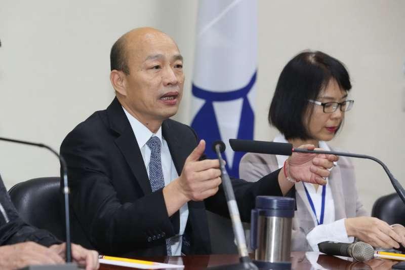 民間傳出高雄市長韓國瑜(左)不進四維辦公室就是因怕被監聽,才搬到鳳山行政中心辦公。(資料照,柯承惠攝)