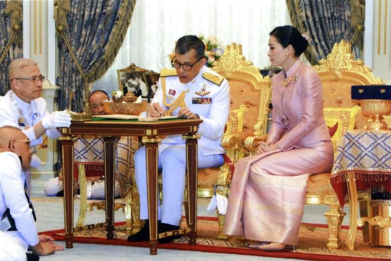 2019年5月1日,泰王瓦吉拉隆功與蘇蒂達王后舉行婚禮。(AP)