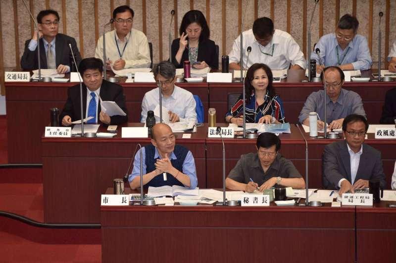 高雄市市議會程序委員會23日決議,第3次定期大會將於5月14日開始;市長韓國瑜(前左一)將在6月6日「罷韓投票日」後,接受市政總質詢。(資料照,高雄市府提供)
