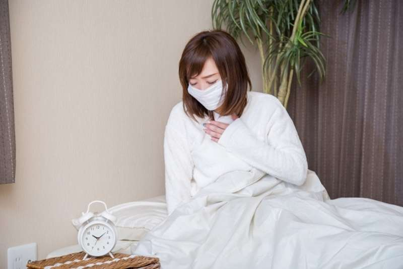 喉嚨痛、咳嗽吃糖會更糟?(圖/photoAC)