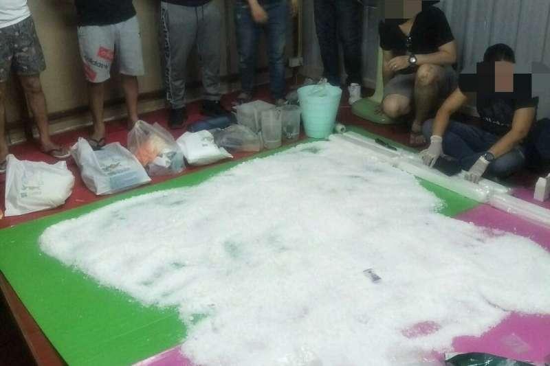 法務部調查局2日與泰國緝毒局(NSB)、美國緝毒局(DEA)共同合作於泰國清邁地區倉庫內緝獲52公斤愷他命毒品。(法務部調查局提供)
