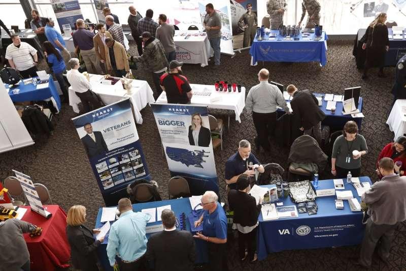 美國甫公布的4月就業報告,顯示美國就業人口激增26.3萬,拉抬了近日低迷的美股走勢。