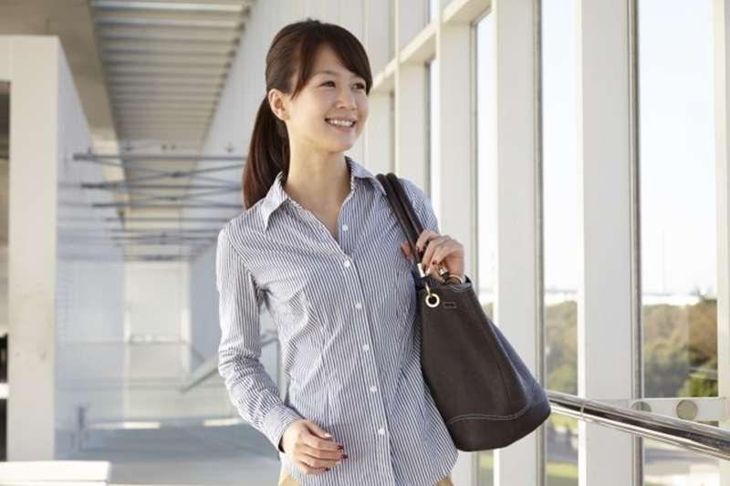 襯衫、牛仔褲你也可以穿得很好看!(圖/photoAC)